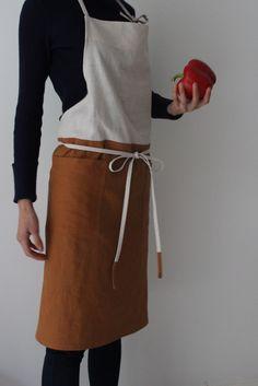 Comfortable and active apron! #linen #apron #linenapron #kitchen #cafe #flowershop #florist #flower #floristapron #cafeapron #bakeryapron #home #dining #kitchen #gift #present #christmas #handmade #sewing #etsy