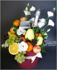 Gallery.ru / Фото #190 - Букеты 2 - nekto1 Patio House Ideas, Fruit Hampers, Vegetable Bouquet, Food Bouquet, Edible Bouquets, Fruit Box, Sweet Box, Fruit Flowers, Fruit Arrangements