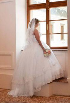 Nádherná nevesta zo svadobného salónu Stefany Wedding Dresses, Fashion, Alon Livne Wedding Dresses, Fashion Styles, Weeding Dresses, Wedding Dress, Wedding Dressses, Fashion Illustrations, Wedding Gowns