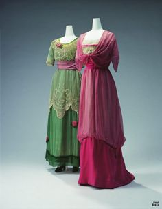 1911 evening dresses: Left - Jeanne Lanvin, embroidered silk chiffon & tulle lace with rose ornaments. - Right - silk tulle & silk chiffon embroidered with beads, faux pearls & metallic cord / Kyoto Costume Institute Edwardian Dress, Edwardian Fashion, Vintage Fashion, Edwardian Era, Victorian, Vintage Beauty, Vestidos Vintage, Vintage Gowns, Vintage Outfits