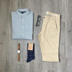 …And this outfit proves just that. Check out this amazingly simple outfit. Want to build a perfect capsule wardrobe?Download this guide now