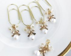 Items similar to Bow pearl flower gold charm TN planner bead dangle wide paper clip bookmark on Etsy Wire Bookmarks, Handmade Bookmarks, Corner Bookmarks, Paperclip Crafts, Beaded Anklets, Scrapbooking, Pearl Flower, Felt Hearts, Ankle Bracelets