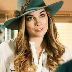 1×13 Town For Sale Rose Costume, Rose Hat, David Rose, Fashion Idol, Schitts Creek, Outfits With Hats, Best Tv Shows, Rose Buds, Holidays And Events