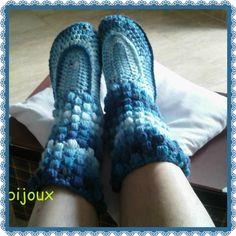 Patucos en color azul degradé, altos hasta media pierna, en punto bucles, queda muy sueve y acolchadito.