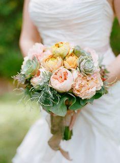 bridal bouquet idea; Photo: Marisa Holmes Photography