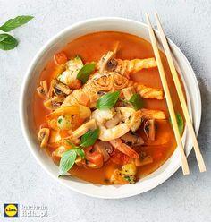 Tajska zupa z pomidorami i pieczonym łososiem. Kuchnia Lidla - Lidl Polska #okrasa #tajskazupa
