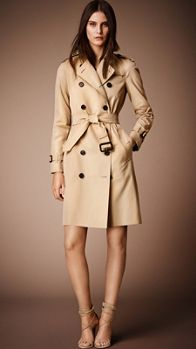 9 Amazing Transitional Coats You'll Wear Year After Year via // Burberry Prorsum The Westminster Long Heritage Trench Coat Burberry Coat, Burberry Prorsum, Burberry Clothing, Classic Trench Coat, Long Trench Coat, Belted Coat, Coats For Women, Jackets For Women, Clothes For Women