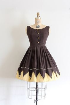 vintage 1950s dress // 50s brown novelty cotton day dress // a day at the carnival // by TrunkofDresses