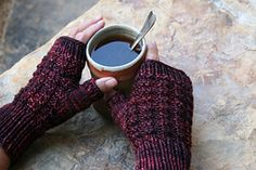 Ravelry: Cozy Thermal Mitts pattern by Karen Everitt free pattern .... worsted wgt ... 110 - 130 yards