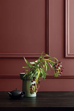 Vacker mustig färg från Jotun. Här med LADY 2727 Red Maple. Bild hämtad från tidningen Mitt Hem nr 4 2017. Välkommen in i vår butik Colorama Helsingborg/Berga & Ängelholm. #renovering #colorama #coloramaangelholm #coloramahelsingborg #jotun #kulörer #vardagsrum