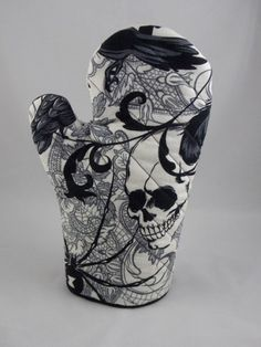 gothic skull photholder, quilted by theBawdyGirls