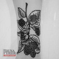 Bruna Pereira tattoo curitiba botanical nature amora tattoo