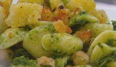 orecchiette broccoli e ceci Pasta Con Broccoli, Gnocchi, Potato Salad, Potatoes, Ethnic Recipes, Food, Potato, Essen, Eten