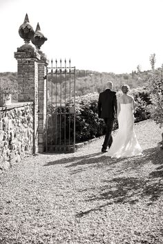 Chianti Classico, Villa, Wedding Dresses, Fashion, Bride Dresses, Moda, Bridal Gowns, Fashion Styles