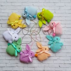 4 Awesome Easter Crafts To Do With Your Kids Bunny Crafts, Easter Crafts For Kids, Crafts To Do, Felt Crafts, Easter Bunny Decorations, Felt Decorations, Easter Wreaths, Easter Decor, Spring Crafts