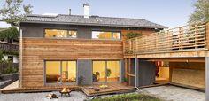 Schickes Landhaus im modernen Alpenstil von Regnauer Hausbau
