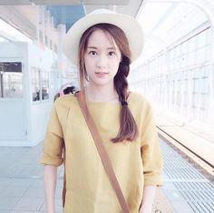เปียข้างมาแน่นอนสำหรับความแบ๊วของทรงผม Korean Casual Outfits, Chic Outfits, Girl Outfits, Fashion Outfits, Cute Asian Fashion, Korean Fashion, Cute Asian Girls, Cute Girls, Asian Street Style