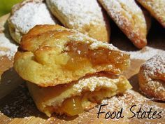 Μηλοπιτάκια (νηστίσιμα) - Food States Greek Sweets, Greek Desserts, Greek Recipes, Apple Recipes, New Recipes, Vegetarian Recipes, Cooking Recipes, Sweet Buns, Sweet Pie