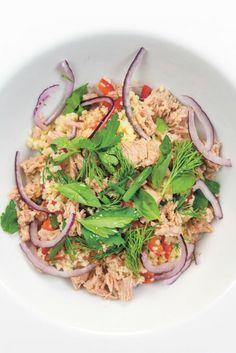 Heerlijke #couscoussalade met tonijn uit blik en kruiden. Uit het boek 'Vis uit blik' van visexpert Bart van Olphen.