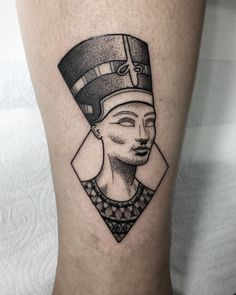 Nefertiti tattoo by @brubiancullitattoo #ink #nefertiti #design