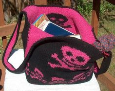 Free knitting pattern for Skull and Crossbones backpack Queen of the Pirates Booty Bag