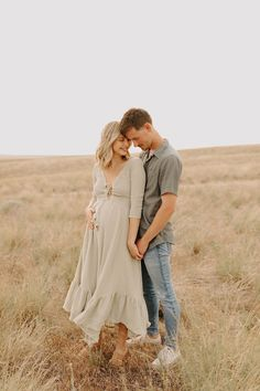 Couple Maternity Poses, Maternity Photo Outfits, Fall Maternity Photos, Maternity Photography Poses, Family Photo Outfits, Clothing Photography, Maternity Session, Maternity Pictures, Pregnancy Photos