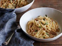 Chicken Scampi Pasta Recipe (Olive Garden copycat) from Food Network Pastas Recipes, Chicken Recipes, Dinner Recipes, Cooking Recipes, Healthy Recipes, Easy Recipes, Healthy Dinners, Weeknight Dinners, Recipies