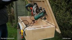 Various Tools Used For Woodworking - Woodworking Finest Woodworking Skills, Woodworking Projects Diy, Diy Wood Projects, Woodworking Plans, Tool Workbench, Mobile Workbench, Garage Organisation, Homemade Tables, Diy Table Saw