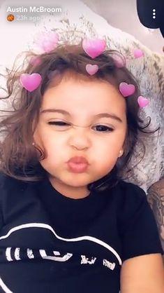 She is so cute Cute Baby Girl, Cute Little Girls, Cute Kids, Cute Babies, Beautiful Children, Beautiful Babies, Baby Pictures, Baby Photos, Ace Family Wallpaper