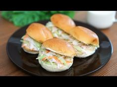 Salmon Burgers, Hamburger, Brunch, Food And Drink, Menu, Bread, Chicken, Cooking, Ethnic Recipes