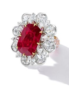 The Magnificent Jewels sales season is starting soon so we are in jewelry heaven . This spectacular ring featuring a cushion-shaped… Ruby Necklace, Ruby Jewelry, Fine Jewelry, Tiffany Jewelry, Cheap Jewelry, Jewelry Shop, Silver Jewelry, Blood Ruby, Gold Diamond Wedding Band