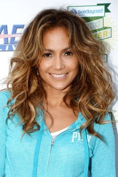 Who says that curls have to be perfectly defined? We love how Jennifer Lopez has no fear of big, messy, voluminous locks.