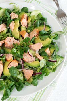 Sałatka z rukoli i sera - Wiem co jem Healthy Diet Recipes, Vegetarian Recipes, Healthy Eating, Avocado Recipes, Salad Recipes, Good Food, Yummy Food, Appetizer Salads, Snacks Für Party