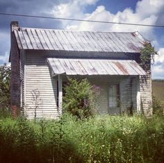 The colors are amazing in this picture. Beautiful abandoned house in the country. Waiting for someone to come home...