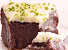 Bolo de Chocolate sem Farinha, com Cobertura de Lim�o - Veja mais em: http://www.cybercook.com.br/receita-de-bolo-de-chocolate-sem-farinha-com-cobertura-de-limao.html?codigo=15162