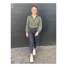 """@georgiebarrat on Instagram: """"Happy Saturday! This week on @thegadgetshow I went for @andotherstories blouse with @topshop jeans 😚 #thegadgetshow"""" Topshop Jeans, Happy Saturday, Blouse, Instagram, Blouses, Woman Shirt, Hoodie, Top"""