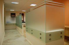 sklenený paraván pre vytvorenie pracoviska Garage Doors, Bathtub, Bathroom, Outdoor Decor, Home Decor, Standing Bath, Washroom, Bathtubs, Decoration Home