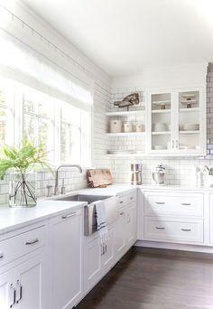 Cool 77 Excellent Modern Farmhouse Interior Design Ideas https://lovelyving.com/2017/11/02/77-excellent-modern-farmhouse-interior-design-ideas/