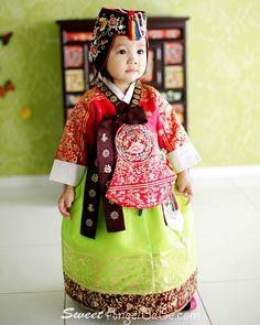 빨강 금박당의 Korean Traditional Dress, Traditional Fashion, Traditional Dresses, Korean Hanbok, Korean Dress, Kids Clothes Patterns, Clothing Patterns, Asian Image, Cutest Babies Ever