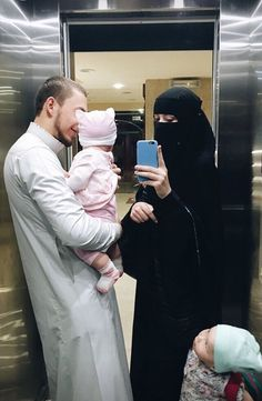 """Find and save images from the """"Niqab"""" collection by Sarah Nasser on We Heart It, your everyday app to get lost in what you love. Cute Muslim Couples, Muslim Girls, Cute Couples Goals, Muslim Women, Couple Goals, Niqab Fashion, Muslim Fashion, Arab Couple, Islam Marriage"""