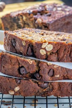 This Healthy Oatmeal Chocolate Chip Banana Bread is so delicious and moist full of flavor and makes a perfect breakfast option! Healthy Banana Bread, Chocolate Chip Banana Bread, Banana Bread Recipes, Lime Shrimp Recipes, Baked Oats, Breakfast Cake, Perfect Breakfast, Breakfast Ideas, Gluten Free Desserts