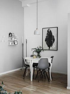 Кирпичная стена в гостиной и черная спальня: квартира в Швеции (59 кв. м)   Пуфик - блог о дизайне интерьера