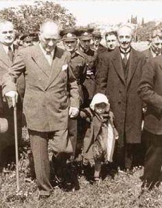 Yetişecek çocuklarımıza ve gençlerimize tahsilin hududu ne olursa olsun, en evvel , her şeyden evvel Türkiye'nin istiklaline ,temeli benliğine, milli geleneklerine düşman olan unsurlarla mücadele etmek lüzumu öğretilmelidir.