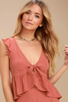Make the most of the sunshine in the Lucy Love No Clouds Rusty Rose Tie-Front Crop Top! A flirty ruffled crop top with a tie-front bodice. Long Blouse, Blouse Dress, Crop Top Elegante, Stylish Outfits, Fashion Outfits, Tie Front Crop Top, Dressy Tops, Short Tops, College Outfits