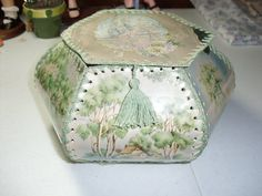 Box Made from Vintage Greeting Cards Greeting Card Box, Vintage Greeting Cards, Christmas Greeting Cards, Card Basket, Crochet Box, Basket Crafts, My Sewing Room, Pretty Box, Hobbies And Crafts