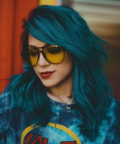 We've gathered our favorite ideas for 30 Teal Hair Dye Shades And Looks With Tips For Going Teal, Explore our list of popular images of 30 Teal Hair Dye Shades And Looks With Tips For Going Teal in aqua blue hair color. Funky Hair Colors, Hair Color Blue, Cool Hair Color, Colored Hair, Turquoise Hair Color, Colourful Hair, Red Purple, Blue Green Hair, Color Red