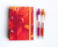 Notebook  Journal Red  Elastic band Hand painted por kinmcuadernos, €12.00