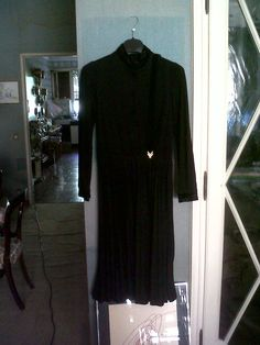 jersey and velvet black evening dress. Nice belt in velvet and golden clasp