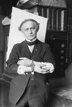 Houdini in handcuffs, 1918.
