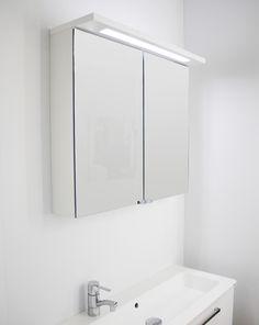 Kylpyhuoneen kohdevalon alla on helppo pestä hampaat ja valmistautua päivään! Reglette-valolipassa on tehokas LED-valaisin.  #reglette #valaisin #kylpyhuone #valolippa #peilikaappi #led #helatukku Bathroom Medicine Cabinet, Bathroom, Decor, Medicine Cabinet, Furniture, Home, Cabinet, Mirror, Home Decor